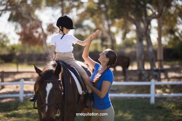 La selles de cheval de 16 pouces sont particulièrement adaptés aux enfants et aux jeunes gens au stade de l'adolescence